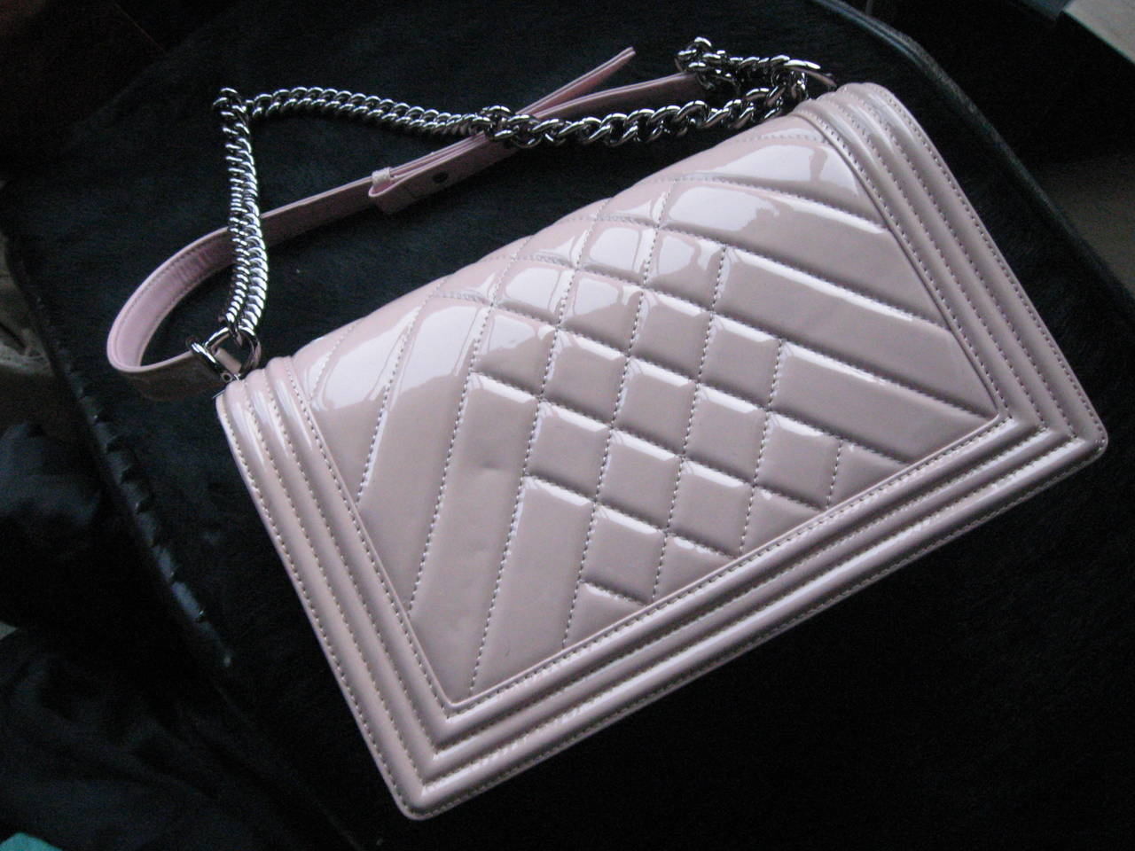 Chanel Pink Patent Leather Medium Chevron Quilted Boy Bag For Sale 4