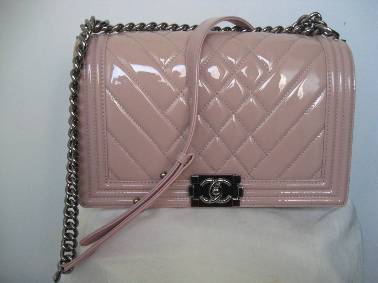 Women's Chanel Pink Patent Leather Medium Chevron Quilted Boy Bag For Sale