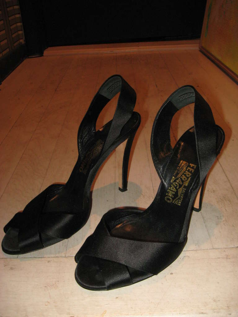 Salvatore Ferragamo Vintage Black Evening Sandals In Excellent Condition For Sale In Water Mill, NY