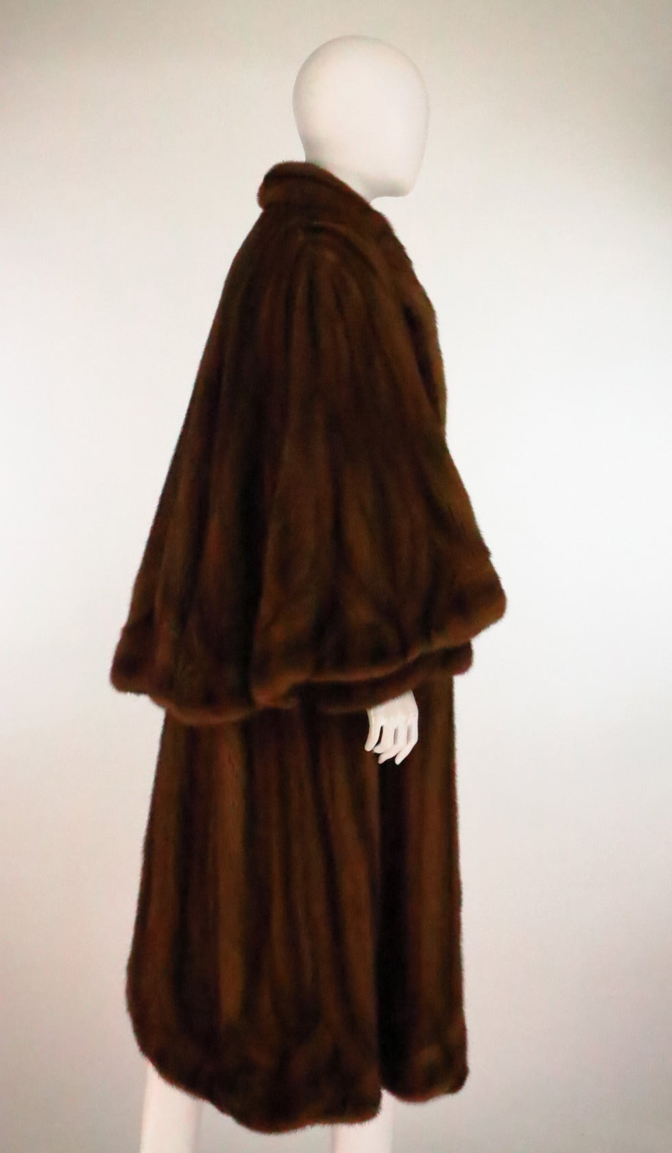 1950s Deep cape back mink coat with scalloped hem 5