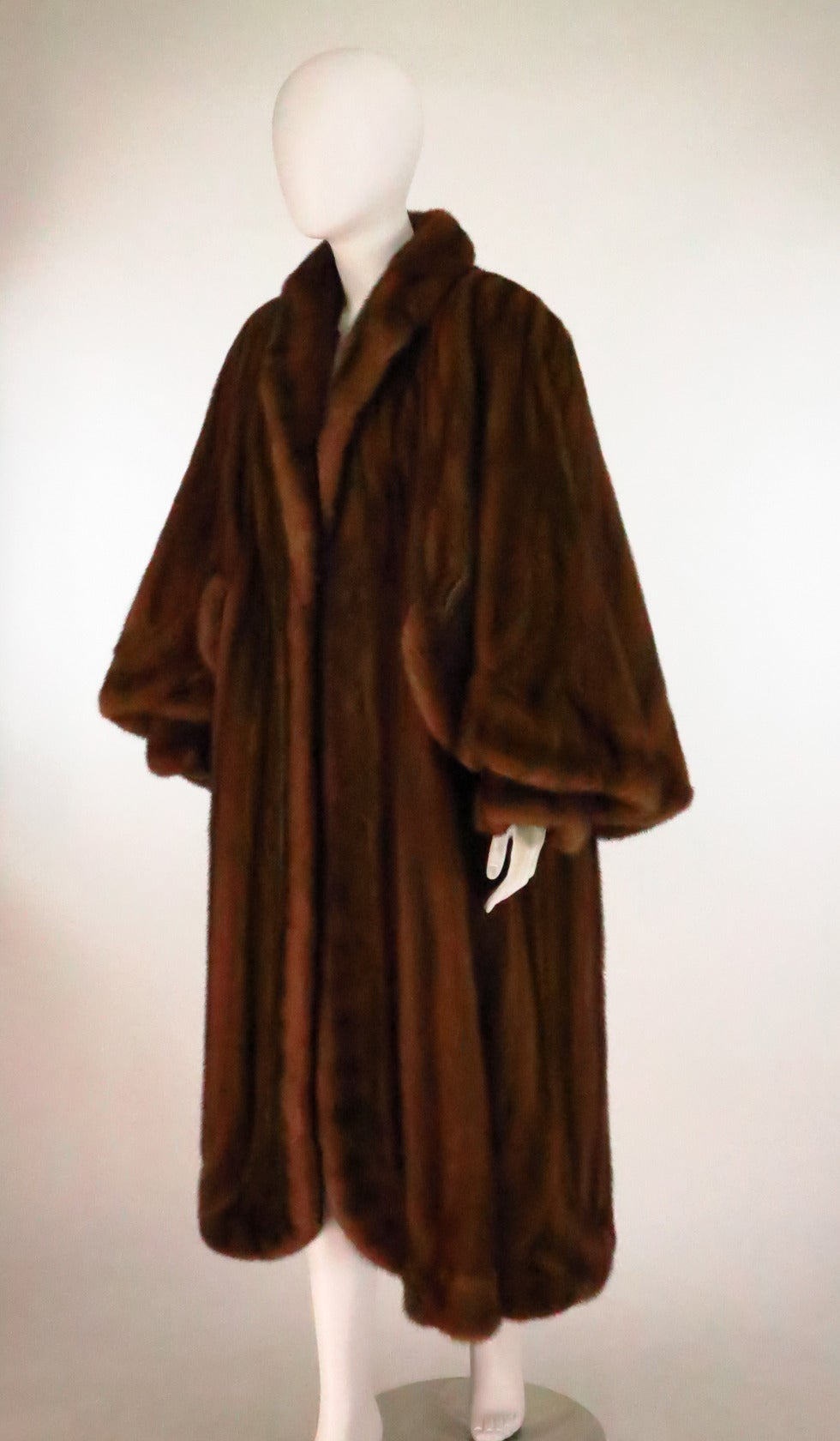 1950s Deep cape back mink coat with scalloped hem 9