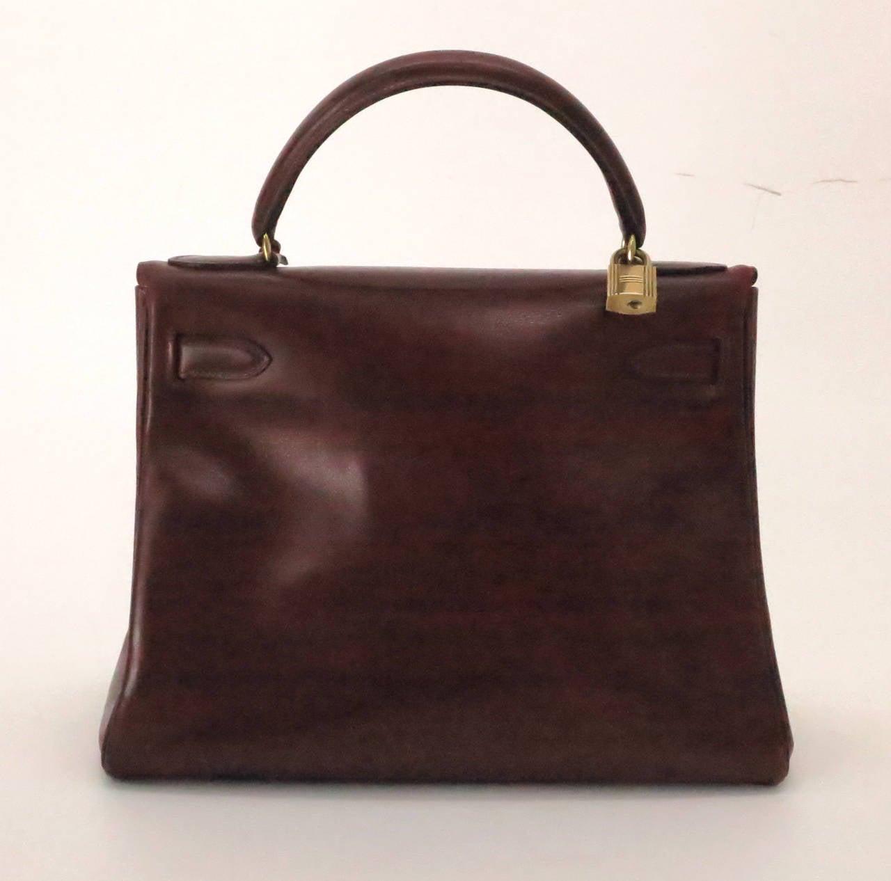 780333820a96 Women s 1960 P Hermes 28cm Kelly bag in burgundy box calf For Sale