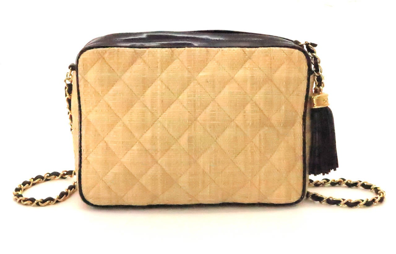 Brown Vintage Chanel quilted raffia & patent leather camera bag For Sale