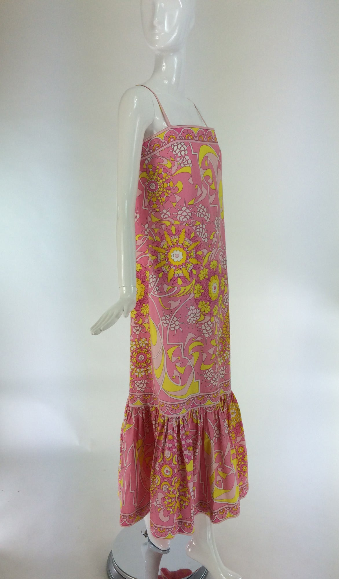 Emilio Pucci printed cotton maxi dress out of the ordinary design 1960s In Excellent Condition For Sale In West Palm Beach, FL