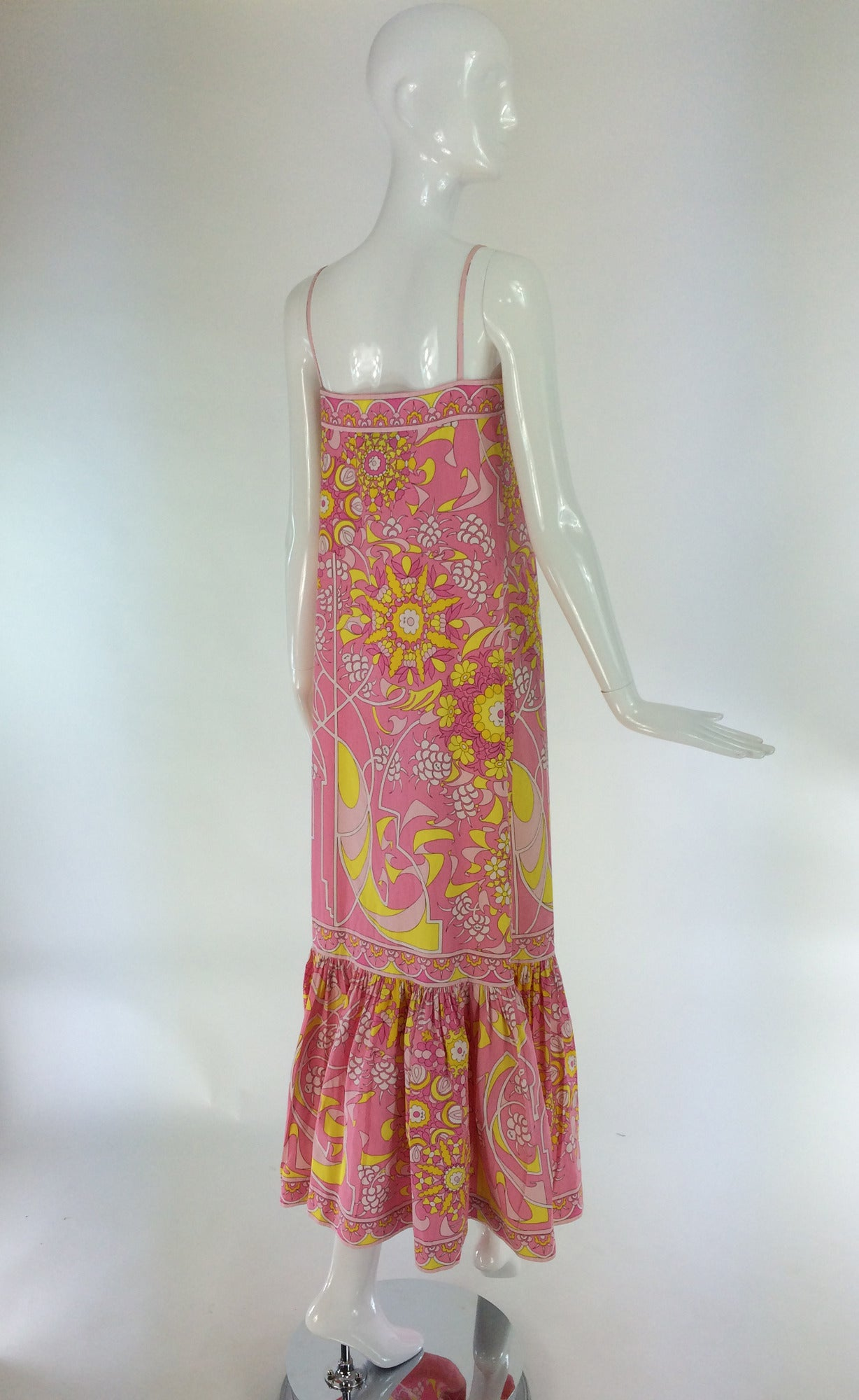 Emilio Pucci printed cotton maxi dress out of the ordinary design 1960s For Sale 1