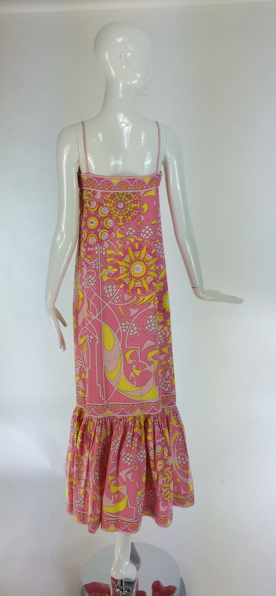 Emilio Pucci printed cotton maxi dress out of the ordinary design 1960s For Sale 2