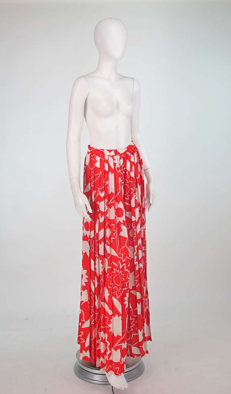 1970s Adolfo red & white floral silk pleated palazzo pants 2