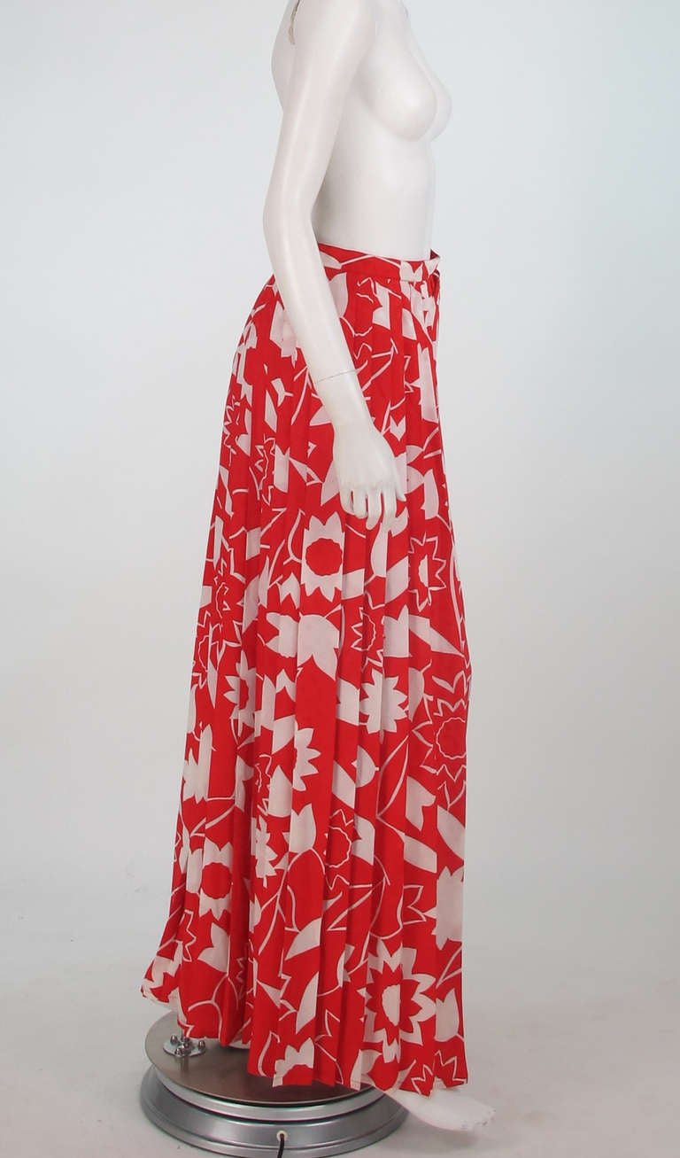 1970s Adolfo red & white floral silk pleated palazzo pants 3