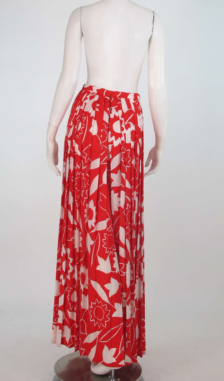 1970s Adolfo red & white floral silk pleated palazzo pants 5