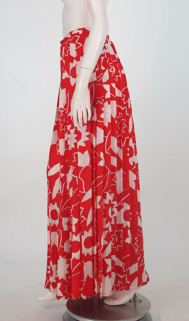 1970s Adolfo red & white floral silk pleated palazzo pants 7