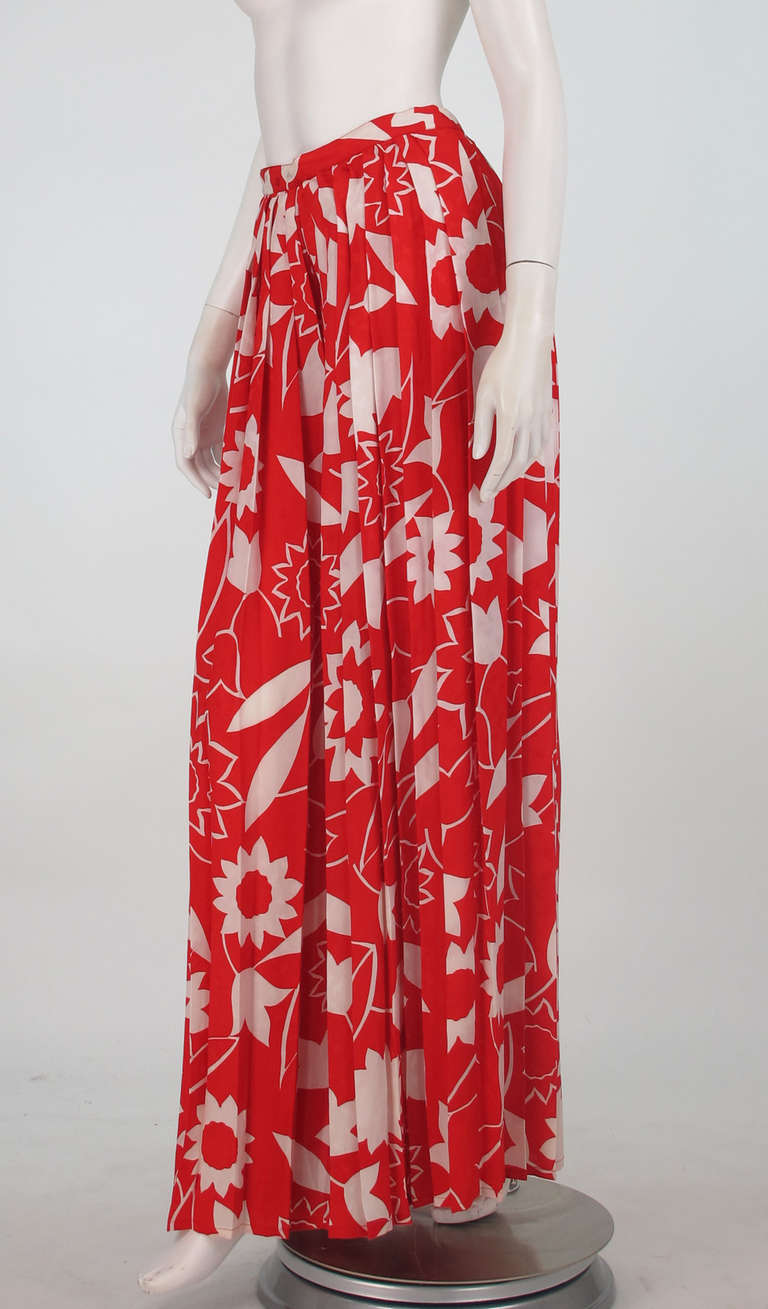 1970s Adolfo red & white floral silk pleated palazzo pants 8