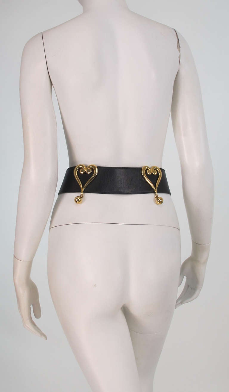 Women's 1980s Moschino Redwall leather hearts belt For Sale