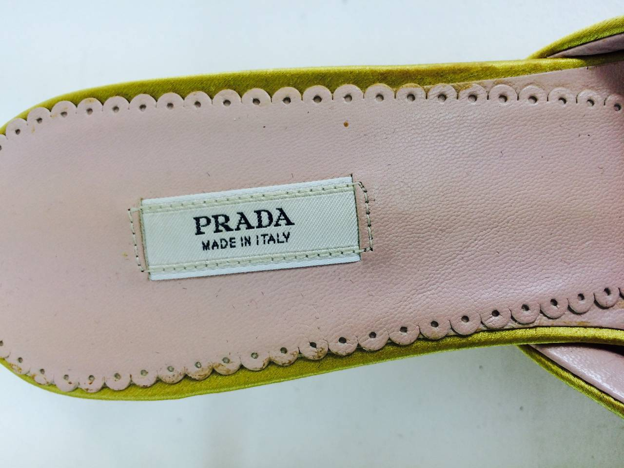 Prada ribbon wrapped mules with bow fronts In Excellent Condition For Sale In West Palm Beach, FL