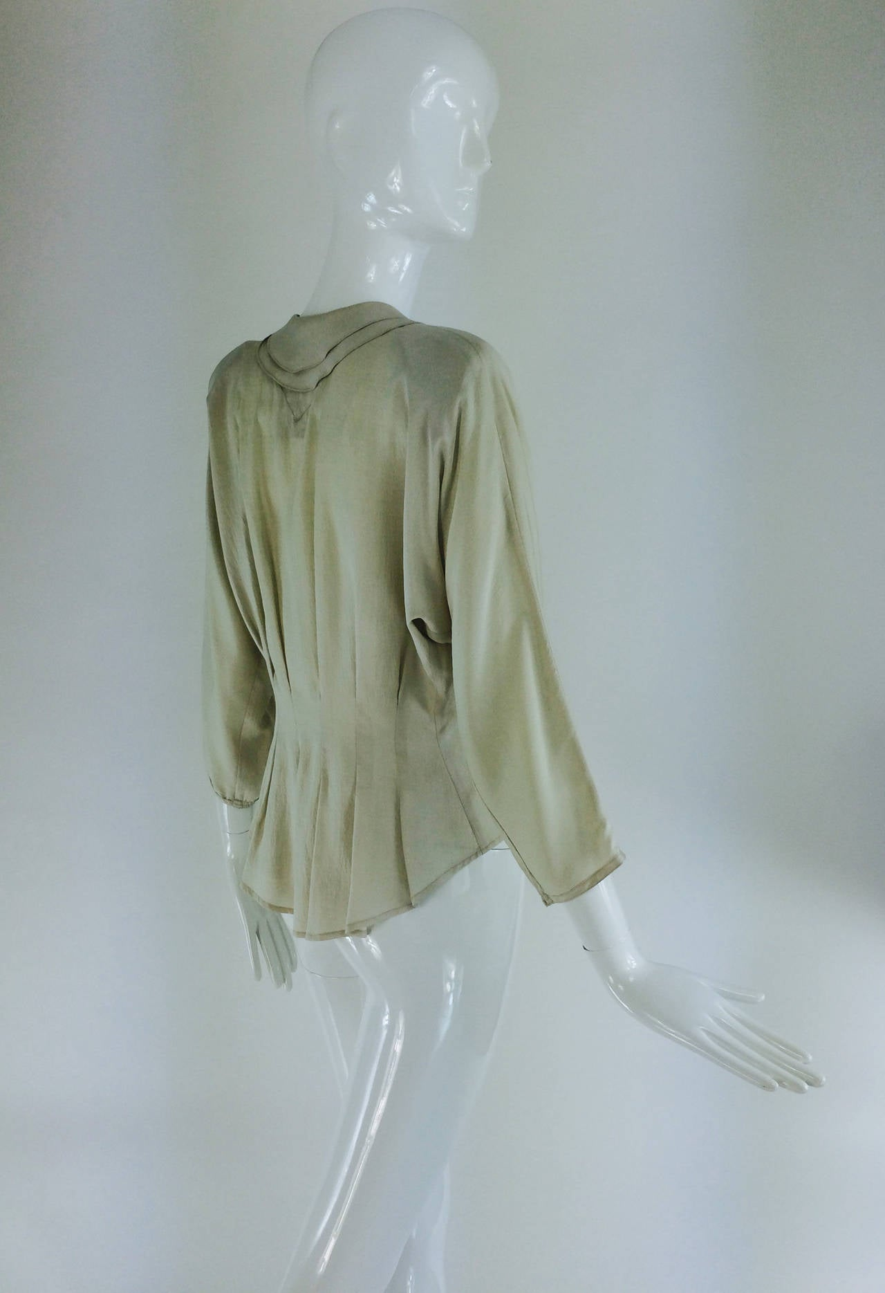 Jean Palant London bone textured silk draped back blouse In Excellent Condition For Sale In West Palm Beach, FL