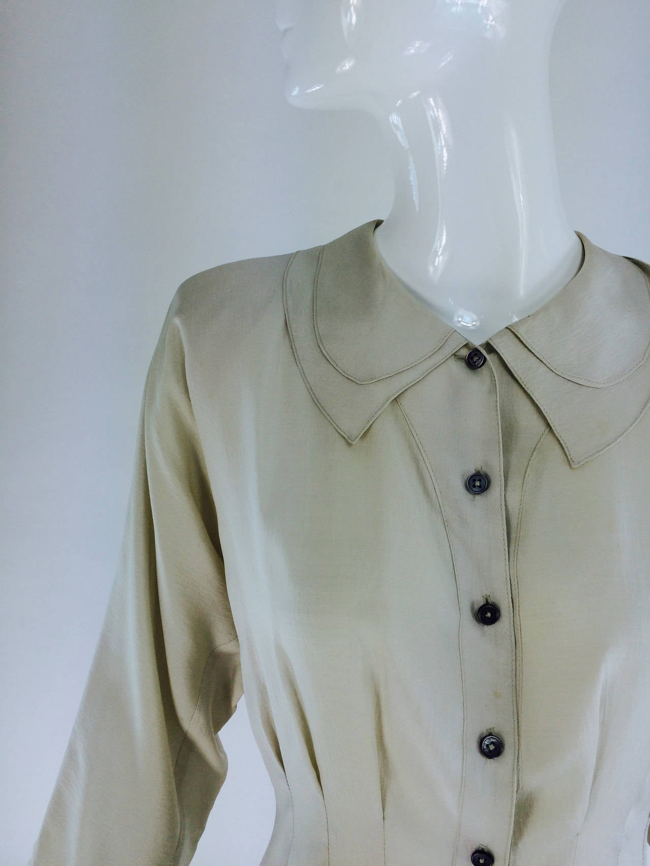 Jean Palant bone textured pure silk draped back blouse...A beautiful blouse with a 1940s feel...Button front blouse with double layer shaped collar, raglan sleeves, waist is fitted via vertical seaming, the hem dips in the back... Marked size