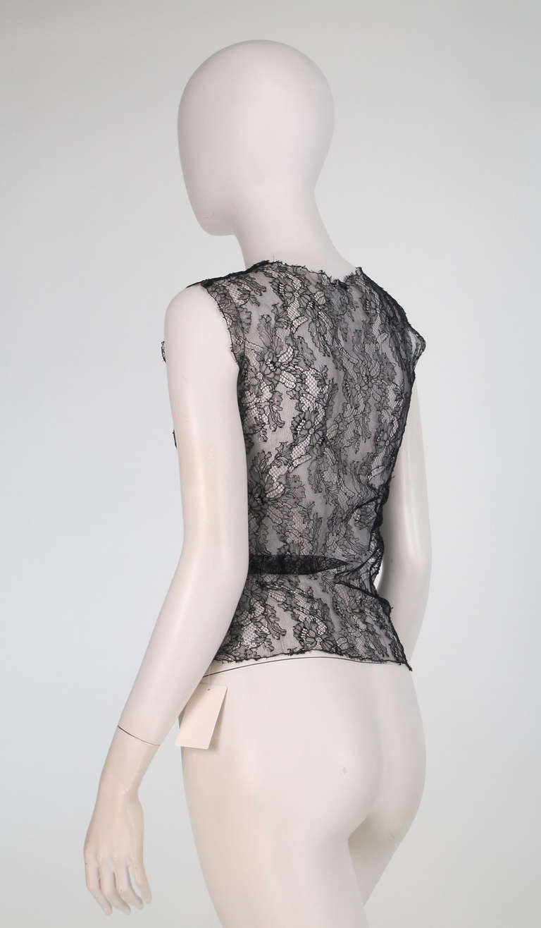 Women's 04A Chanel black lace sleeveless top For Sale