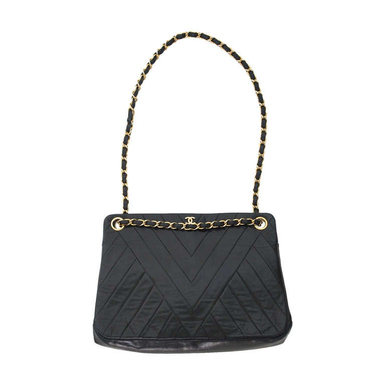 Vintage Chanel black chevron quilted chain handbag