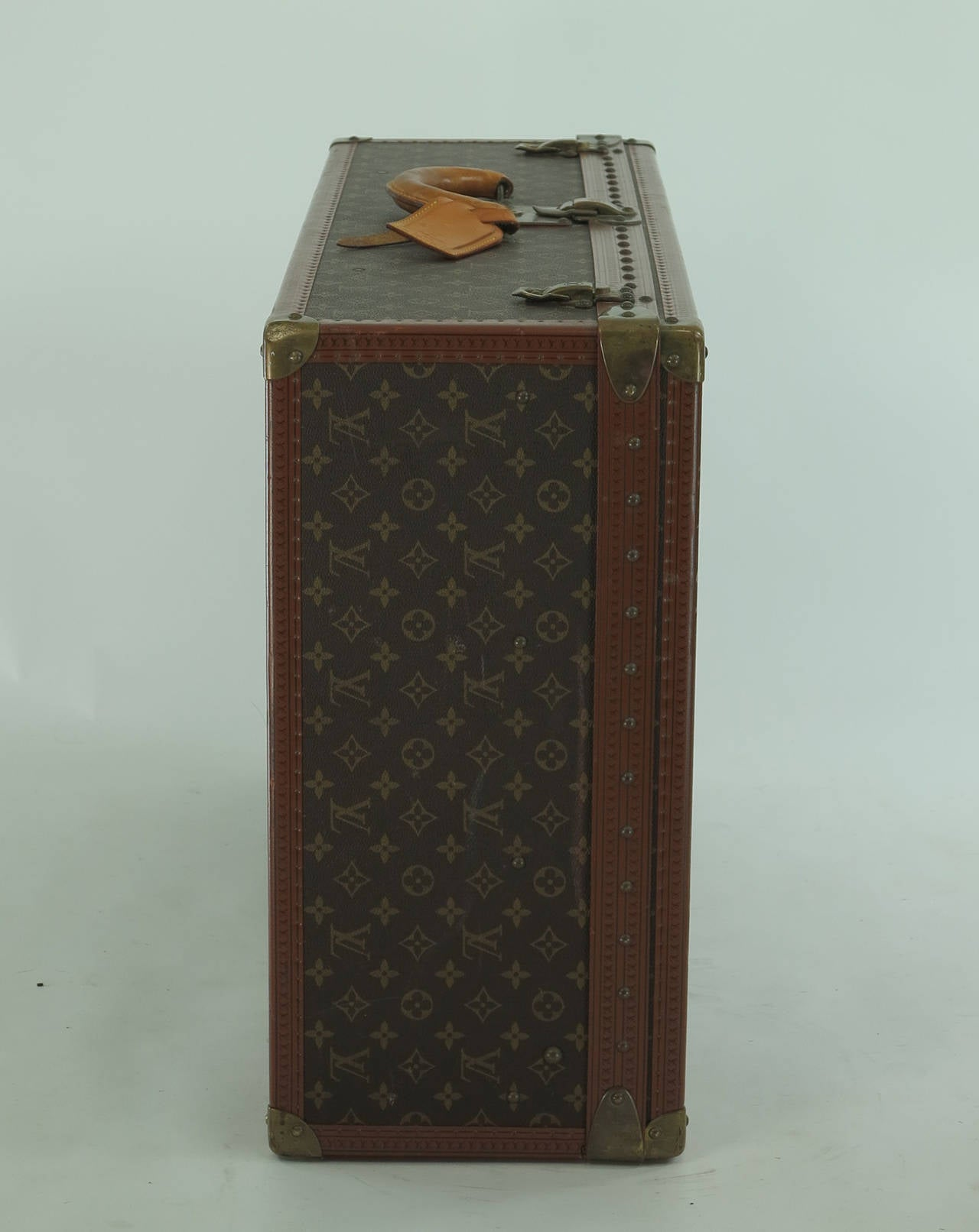 Louis Vuitton Alzar 80 monogram hardside suitcase/trunk, the largest of the Alzar line...This trunk is in excellent pre owned condition, the leather and brasses have a wonderful aged patina...The interior has a removable tray with side tabs for easy
