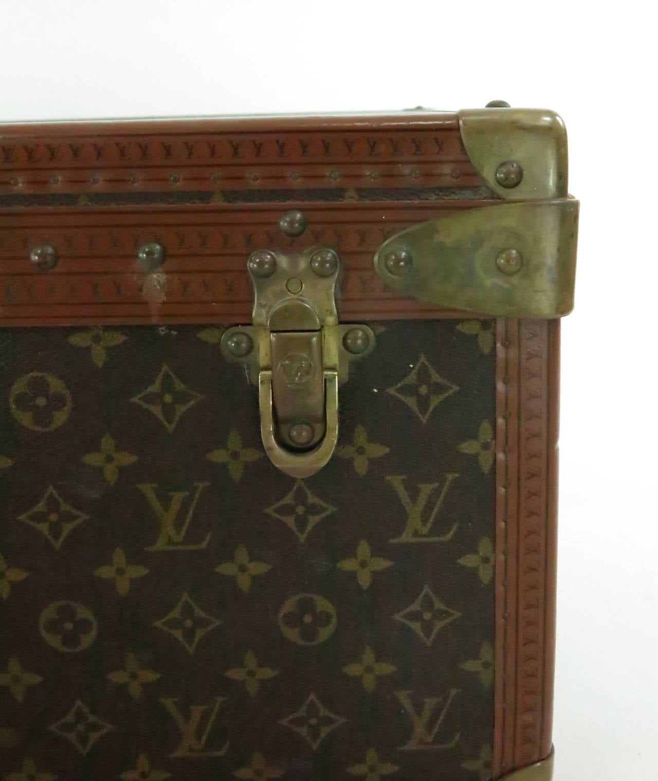 Louis Vuitton Alzar 80 monogram hardside suitcase/trunk In Excellent Condition For Sale In West Palm Beach, FL