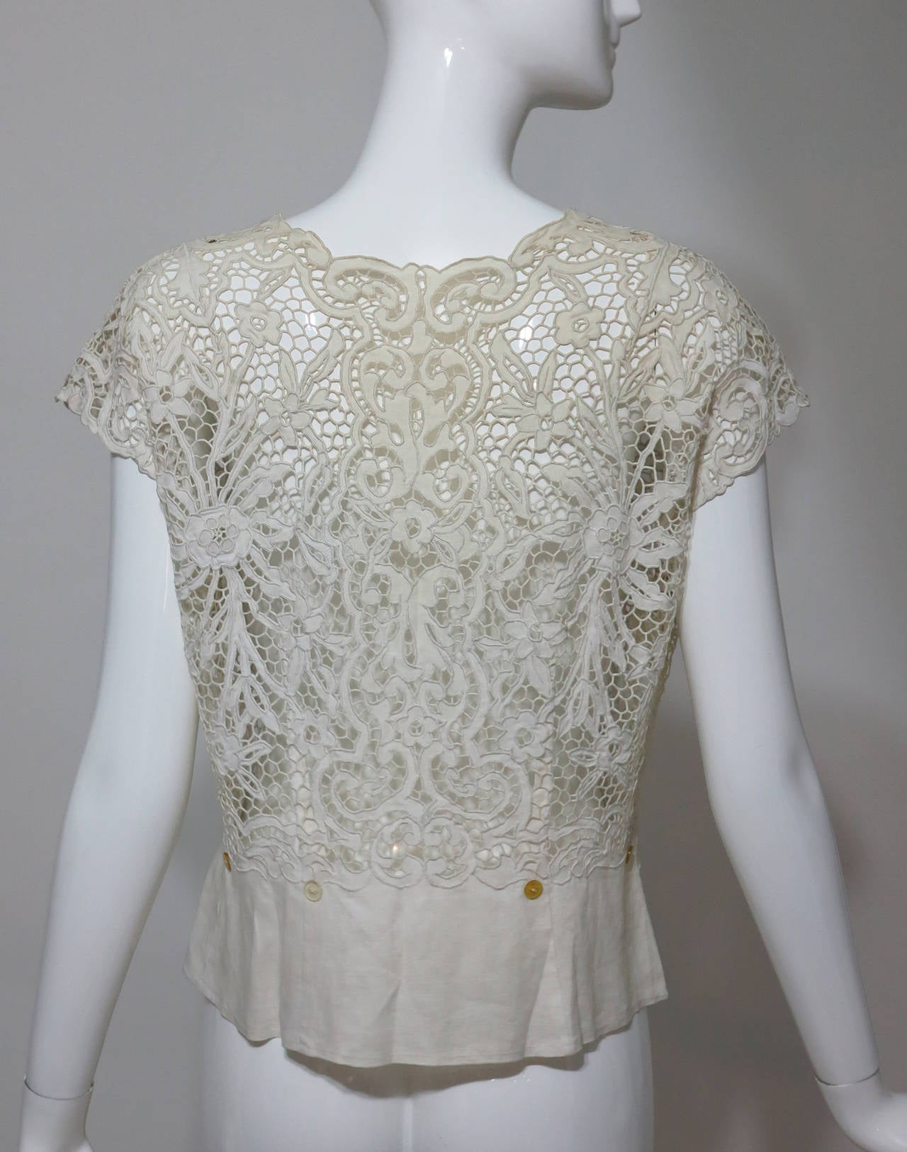 Women's Madeira handmade cut work lace embroidered blouse in off white 1950s For Sale