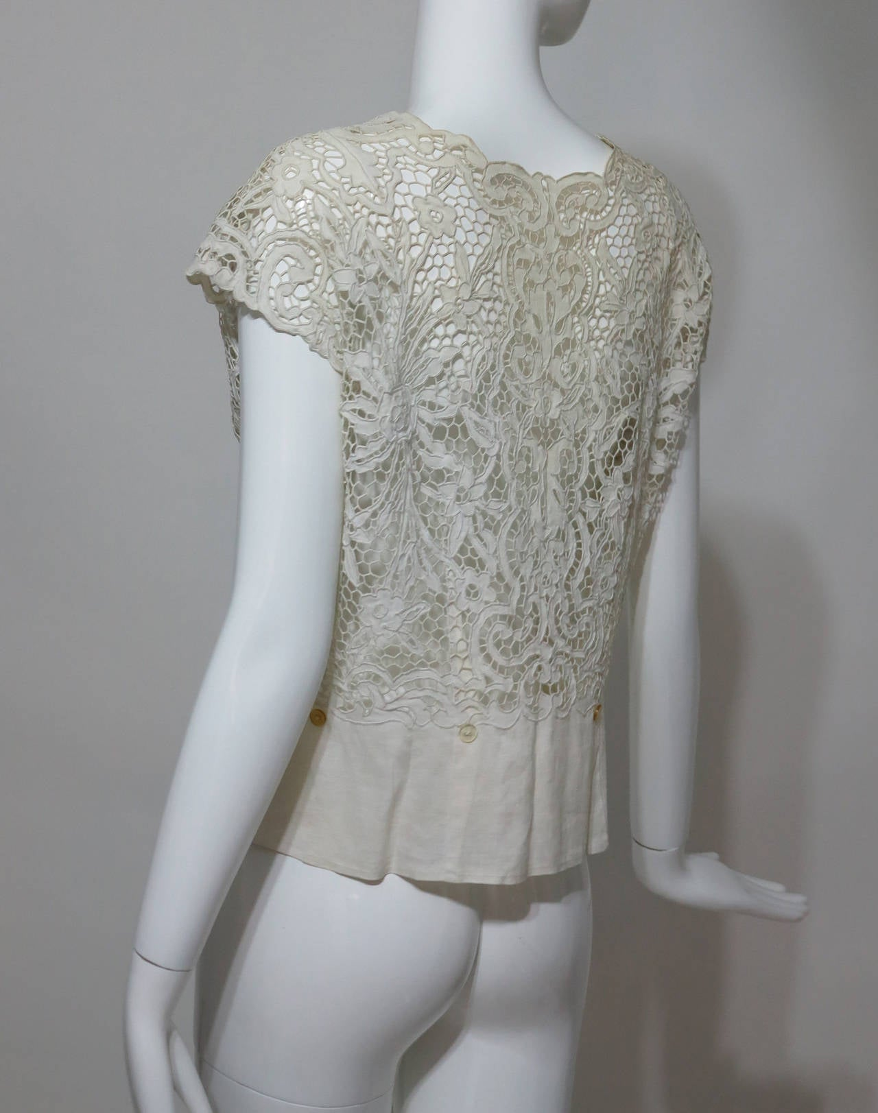 Madeira handmade cut work lace embroidered blouse in off white 1950s For Sale 1