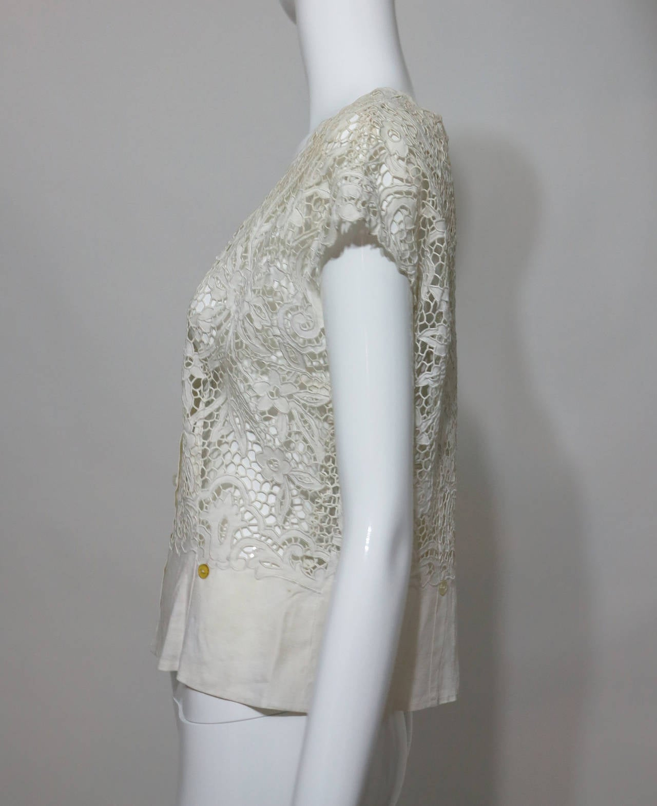 Madeira handmade cut work lace embroidered blouse in off white 1950s For Sale 2