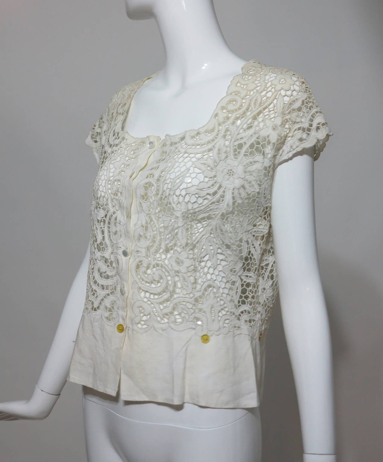 Madeira handmade cut work lace embroidered blouse in off white 1950s For Sale 3