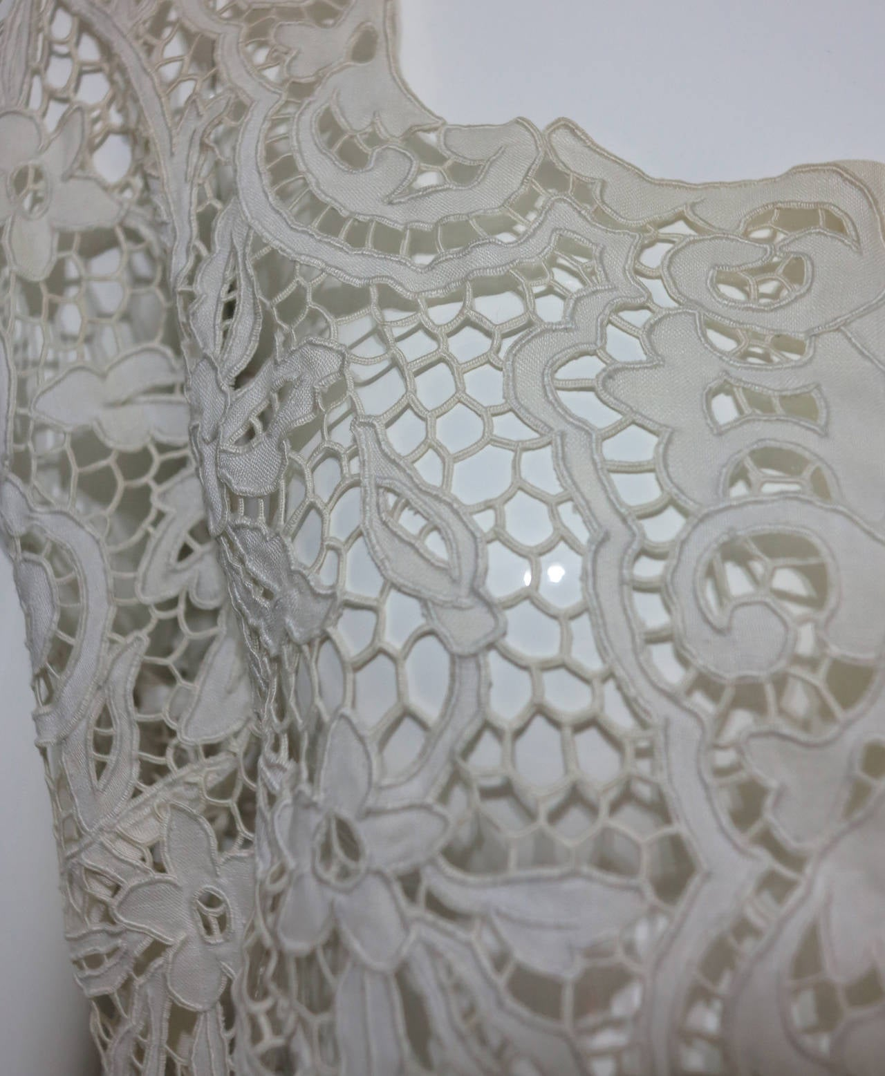 Madeira handmade cut work lace embroidered blouse in off white 1950s For Sale 5