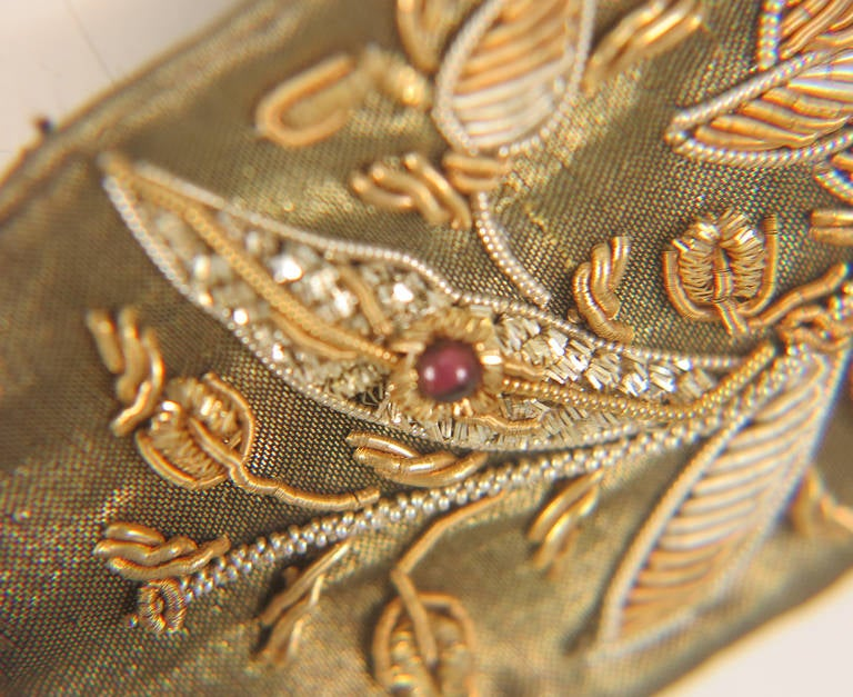 1960s India gold metallic embroidered belt with semi precious stones In Excellent Condition For Sale In West Palm Beach, FL