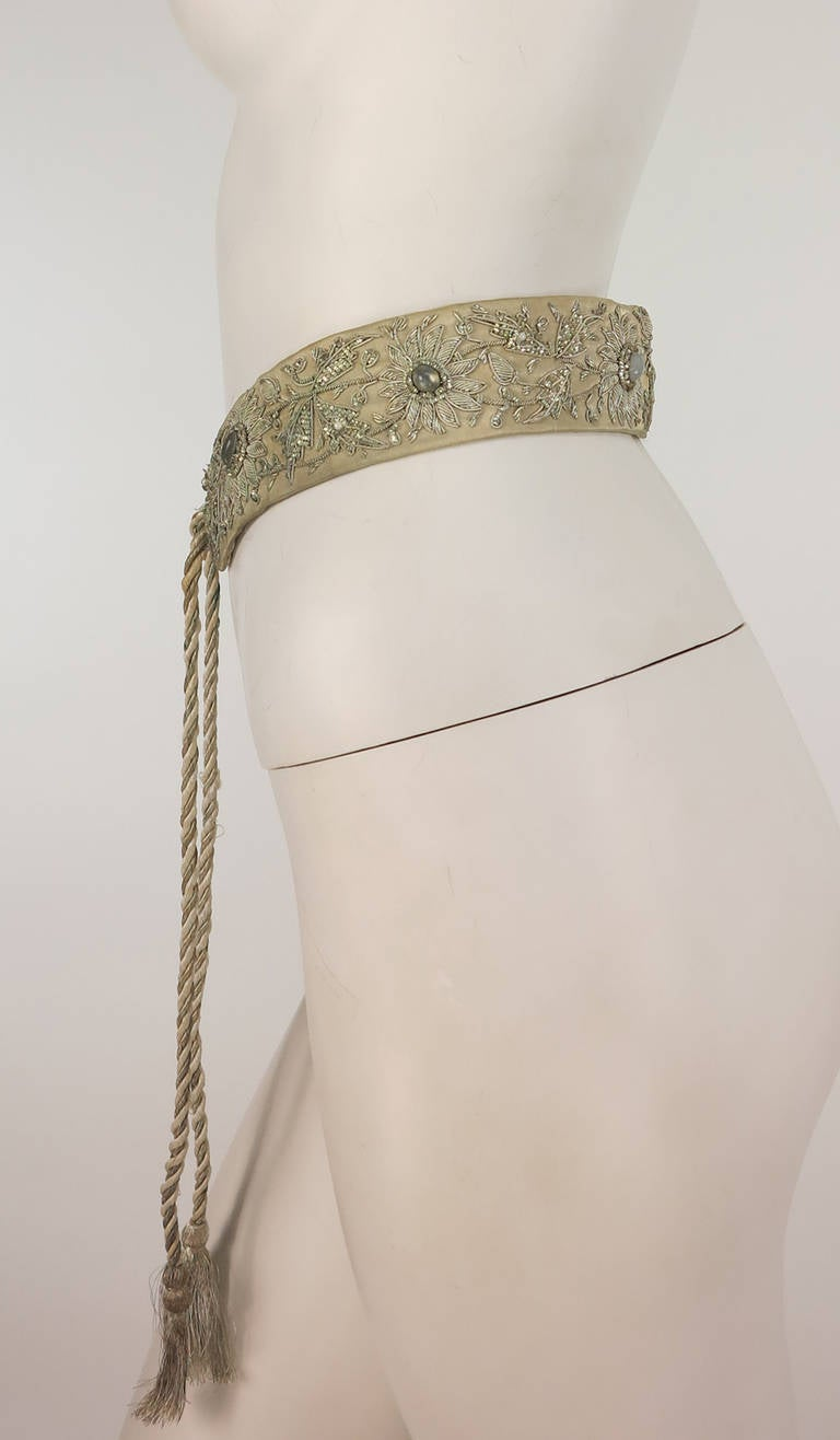 Women's 1960s India silver metallic embroidered belt with semi precious stones For Sale