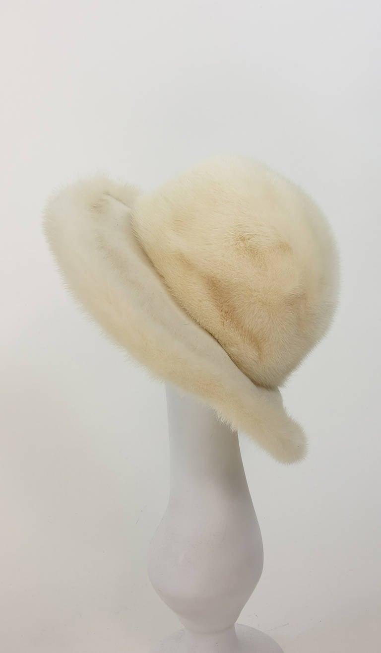 1970s Fabiani white mink fur wide brim hat In Excellent Condition For Sale In West Palm Beach, FL