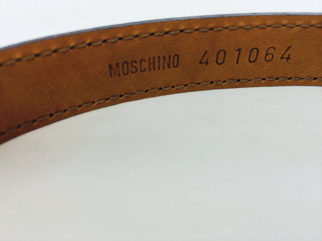 Moschino black patent belt with silver heart buckle In Excellent Condition For Sale In West Palm Beach, FL