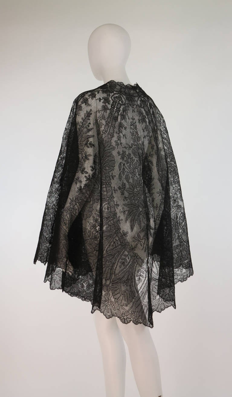 1850s Chanitlly bobbin lace evening cape For Sale 1