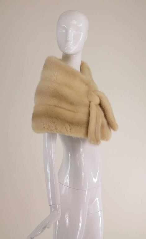 Gunther Jaeckel furs  Bonwit Teller champagne mink tie front cape 1960s In Excellent Condition For Sale In West Palm Beach, FL