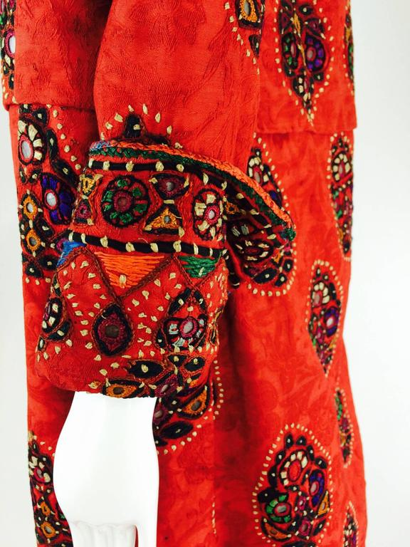 Shisha pomegranate damask embroidered flapper style coat India 1920s In Good Condition For Sale In West Palm Beach, FL