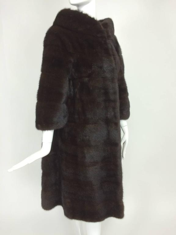 Glossy dark mink portrait collar fur coat early 1960s For Sale 2