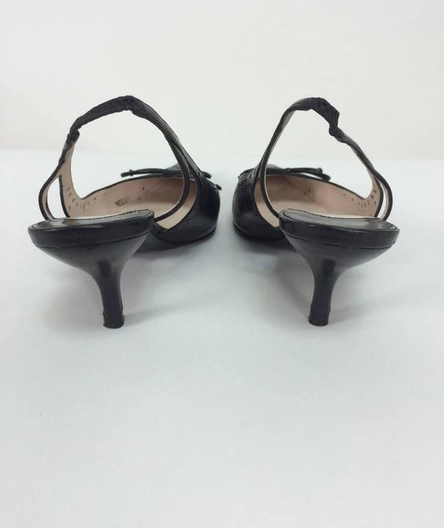 Chanel black leather bow front sling back kitten heel pumps 37M In Excellent Condition For Sale In West Palm Beach, FL