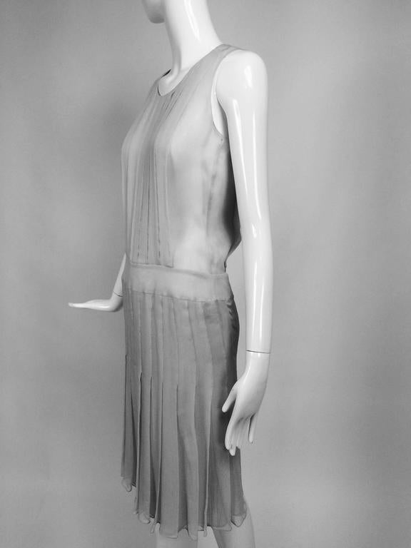 Chanel dove grey silk chiffon pleated afternoon dress 2006 In Excellent Condition For Sale In West Palm Beach, FL