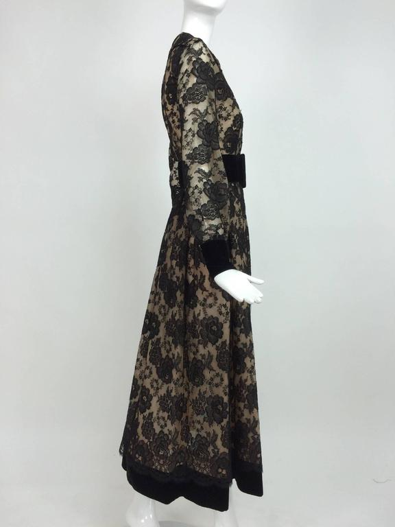 Vintage Lillie Rubin black lace & velvet dress 1970s In Good Condition For Sale In West Palm Beach, FL