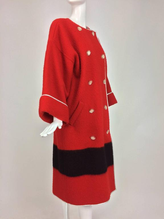 Geoffrey Beene red and black wool blanket coat silver lame trim 1970s In Excellent Condition For Sale In West Palm Beach, FL
