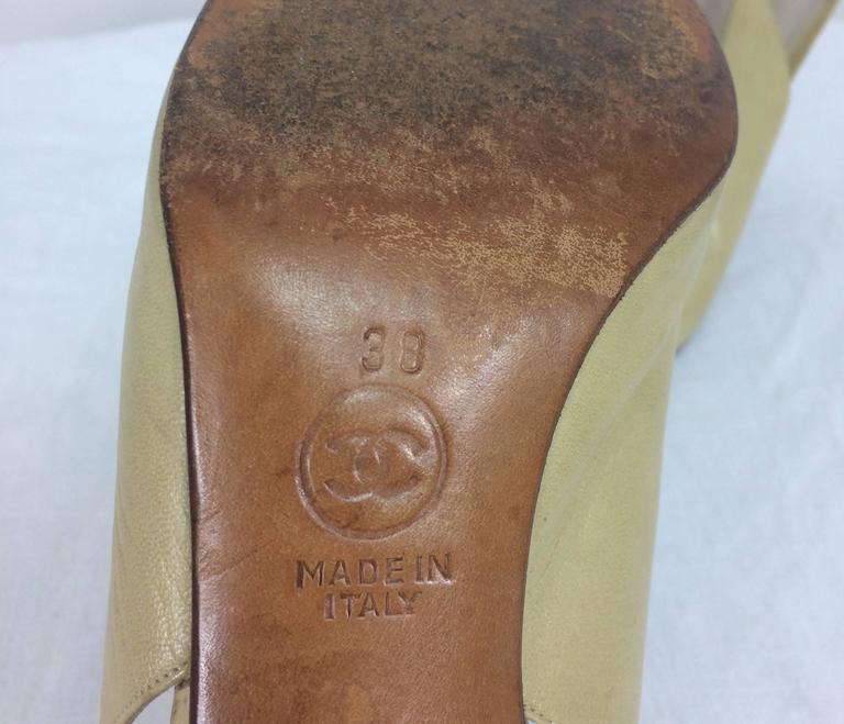 Vintage Chanel classic bone and black sling back pumps 38 For Sale 1