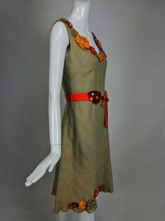 Moschino natural silk linen shift dress with floral appliques and ribbon belt  For Sale 2