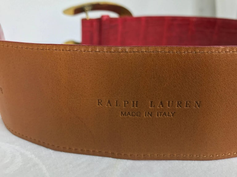 Ralph Lauren red alligator belt with gold horseshoe buckle In New Condition For Sale In West Palm Beach, FL