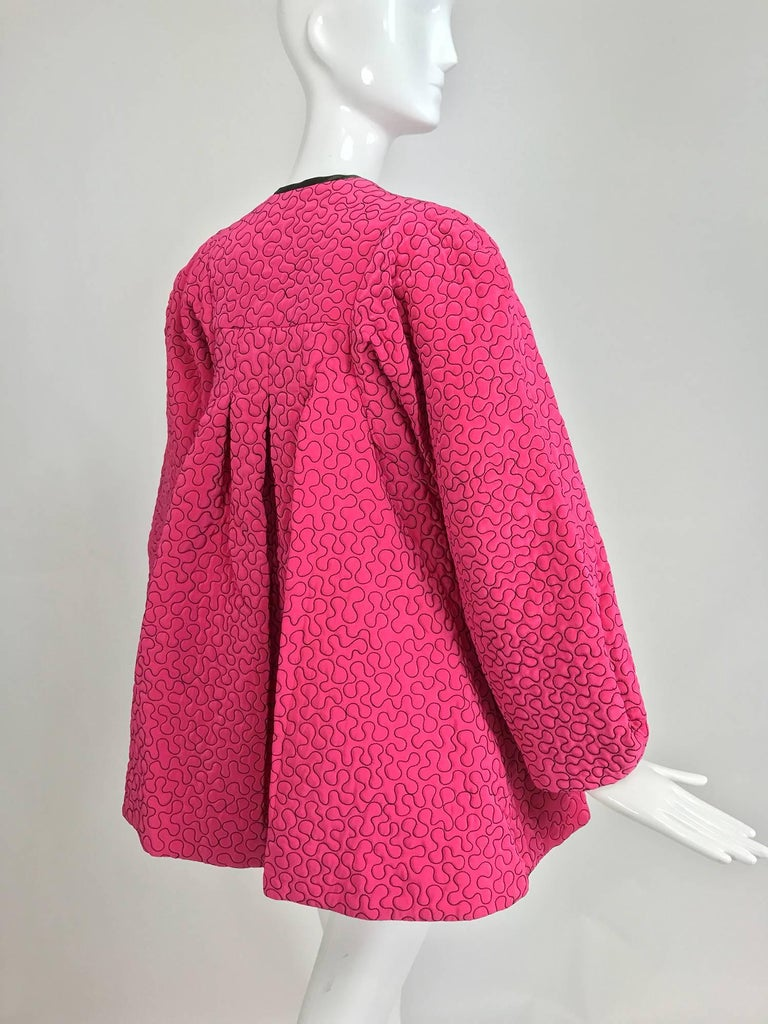Zandra Rhodes 1980s hot pink squiggle quilted swing jacket  In Excellent Condition For Sale In West Palm Beach, FL