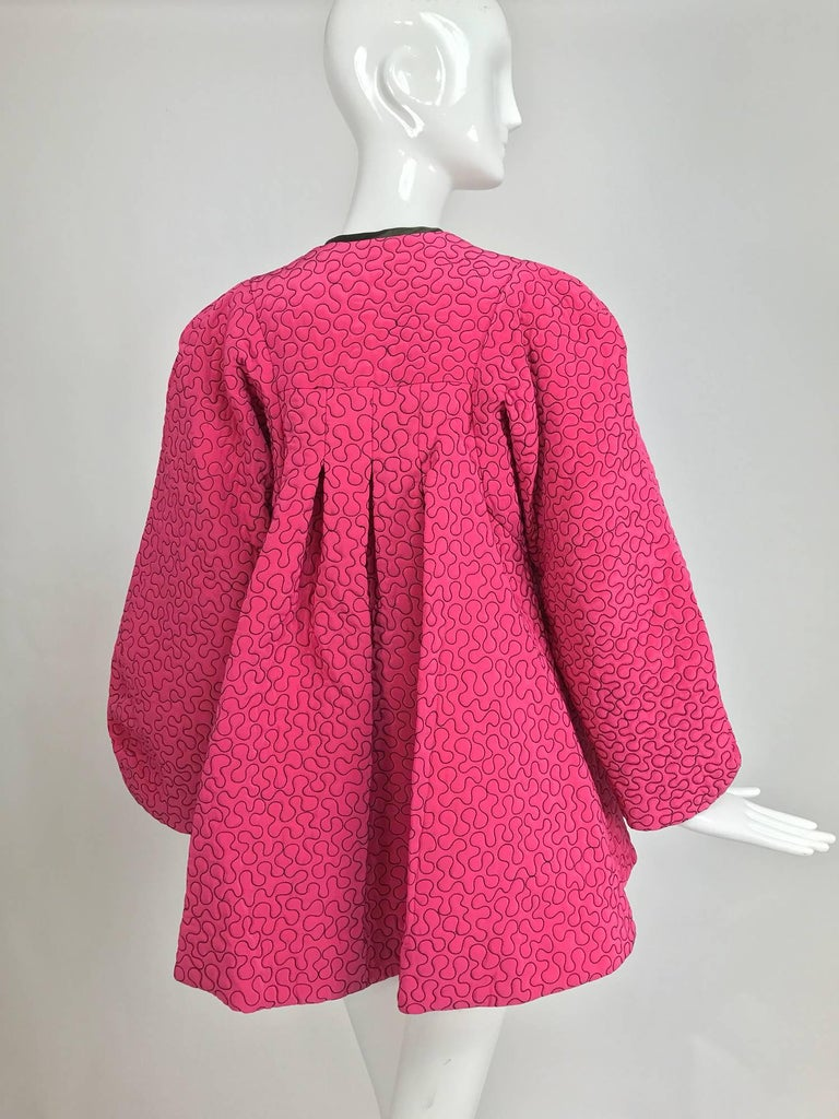 Women's Zandra Rhodes 1980s hot pink squiggle quilted swing jacket  For Sale