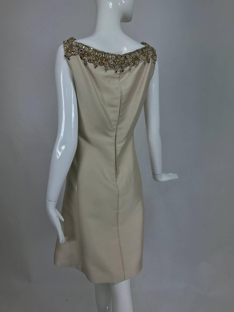 Vintage Malcolm Starr jeweled V neck lustrous cream silk dress 1960s In Excellent Condition For Sale In West Palm Beach, FL