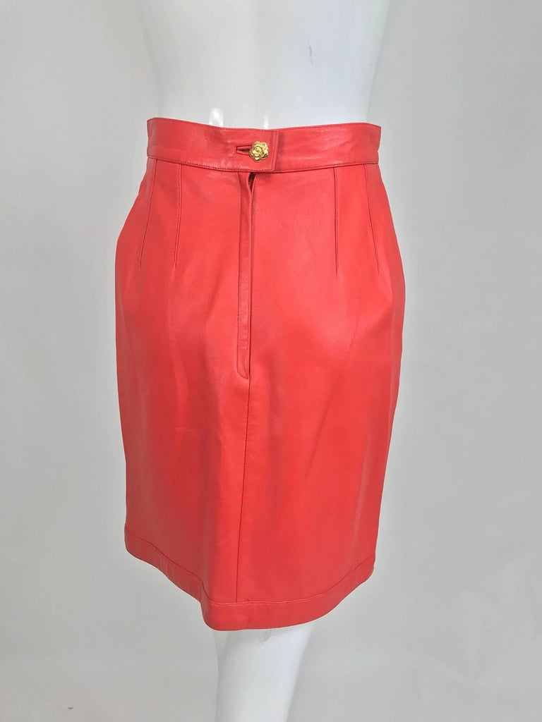 Women's Chanel Vintage 1990s coral red leather skirt with pockets For Sale