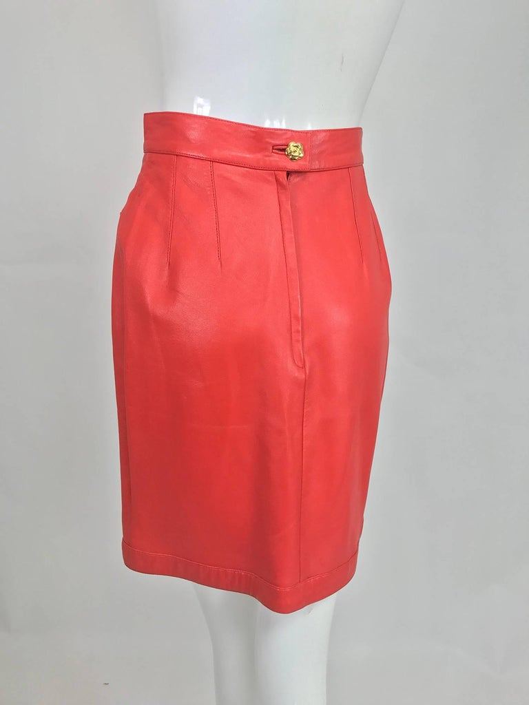 Chanel Vintage 1990s coral red leather skirt with pockets For Sale 1