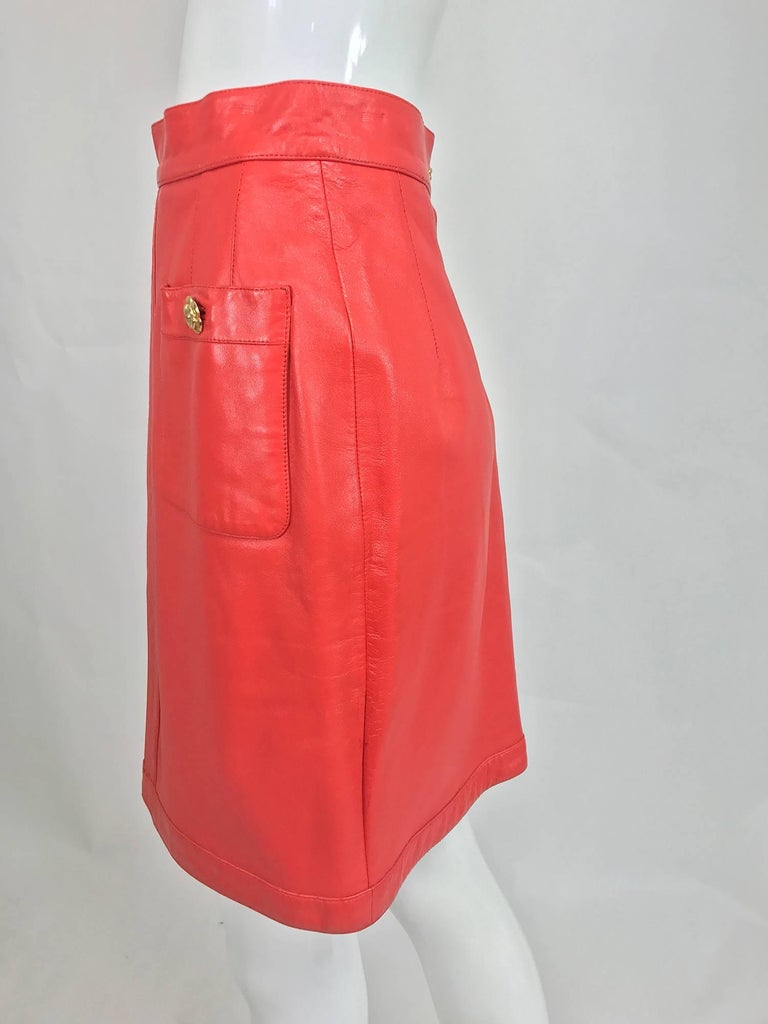 Chanel Vintage 1990s coral red leather skirt with pockets For Sale 2