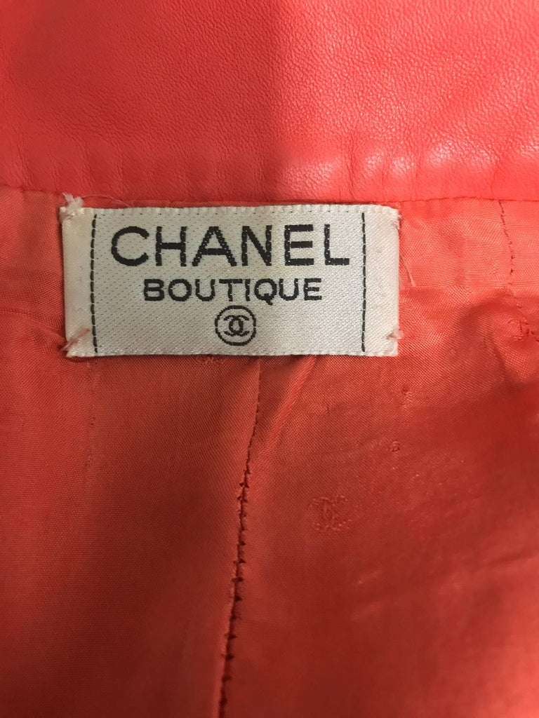 Chanel Vintage 1990s coral red leather skirt with pockets For Sale 3
